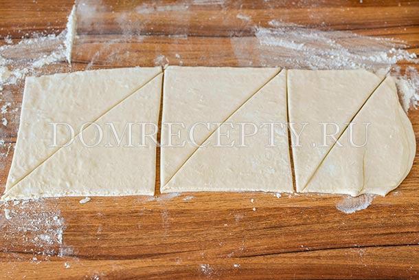 Разрезаем тесто на треугольники