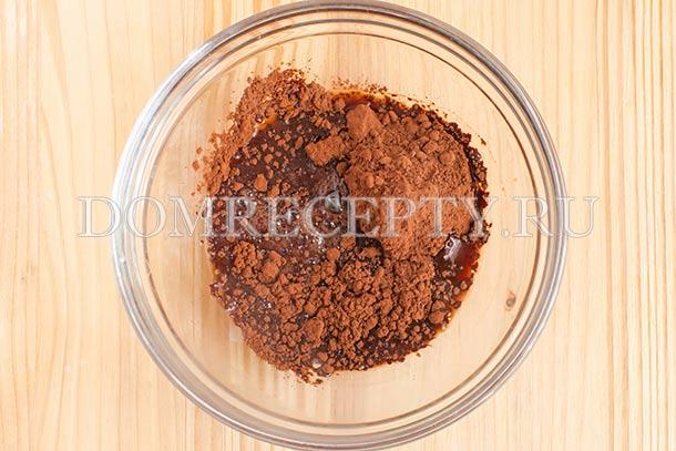Заливаем какао смесью воды с сиропом