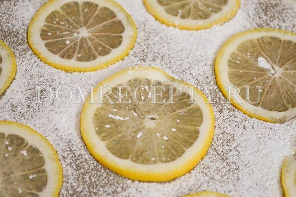 Запекаем лимон с сахаром для украшения торта