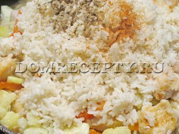 Добавляем рис и специи