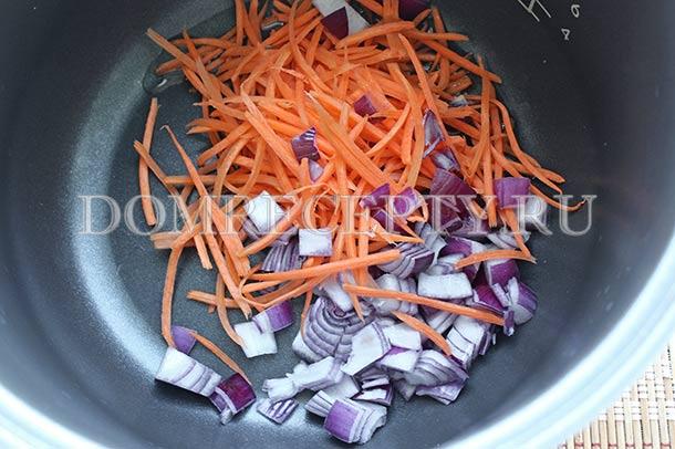 Обжариваем в мультиварку морковь и лук
