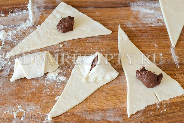 Выкладываем шоколадную начинку