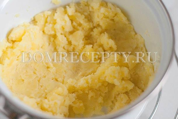 Разминаем картофель