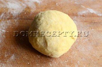 Шаг 2 - Замешиваем тесто для вареников с клубникой