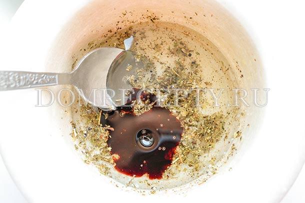 Добавляем соус Наршараб и растительное масло