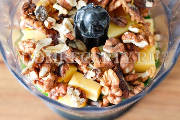 Добавляем грецкие орехи