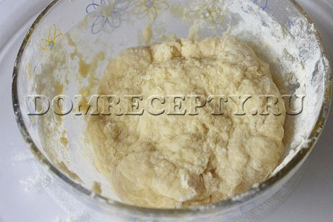 Шаг 3 - Замешиваем тесто для вареников с творогом