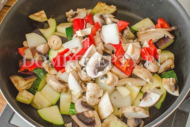 Добавляем нарезанные овощи