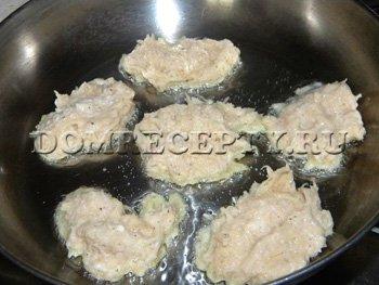 Жарим картофельные драники