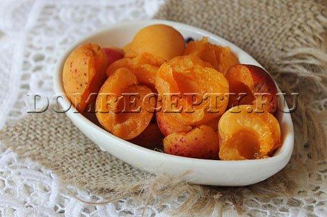 Шаг 5 - Разрезаем абрикосы
