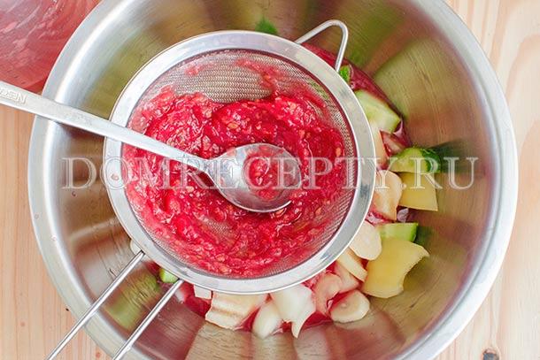 Протираем томатное пюре