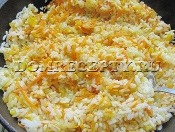 Добавляем отваренный рис