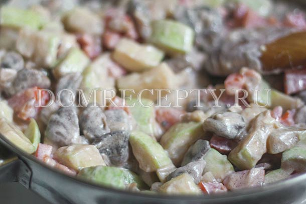 Тушим кабачки с грибами и овощами