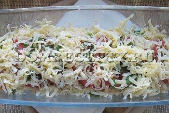 Шаг 6 - Посыпаем овощи сыром