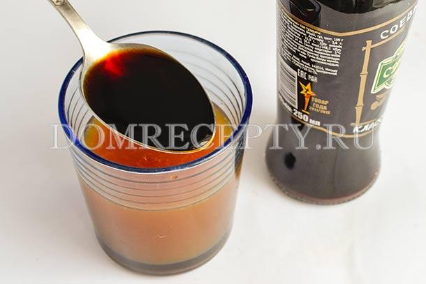 Смешиваем апельсиновый сок с соусами