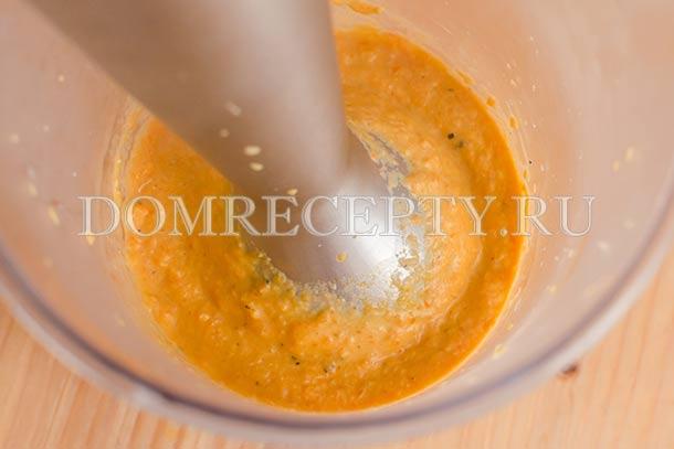 Измельчаем соус блендером