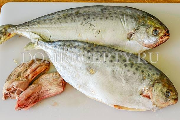 Удаляем у рыбы внутренности