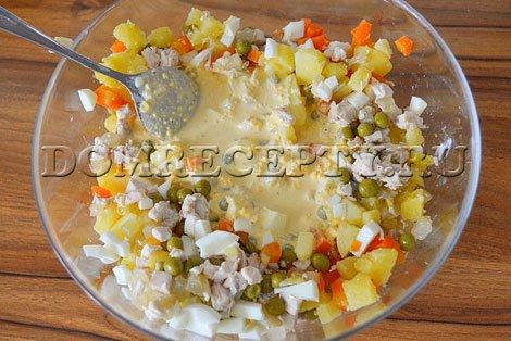 Заправляем салат «Столичный»