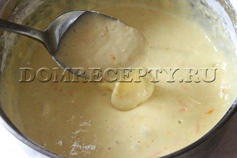 Шаг 6 - Добавляем цедру в тесто для оладий на кефире