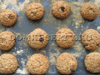 Выпекаем овсяное печенье 20-25 минут