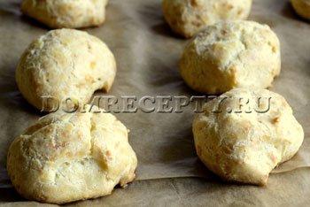 Шаг 7 - Выпекаем сырные булочки 40 минут