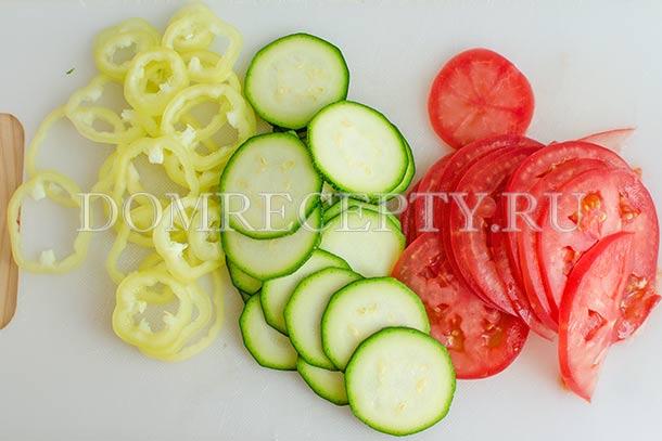 Нарезаем овощи кружочками
