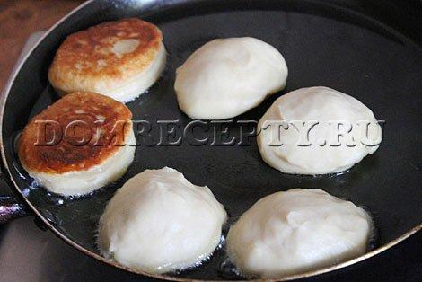 Шаг 8 - Жарим пирожки на сковороде