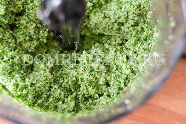 Перемешиваем соус в блендере