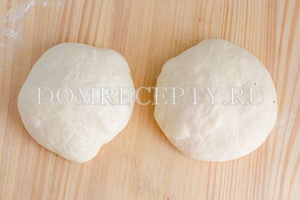 Разделяем тесто на две части