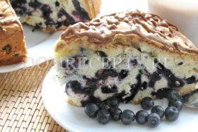 Бисквитный пирог с черникой - рецепт с фото