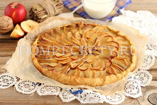 Яблочная галета с орехами