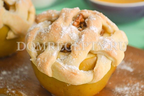 Яблоки, запеченные с медом и орехами - рецепт с фото