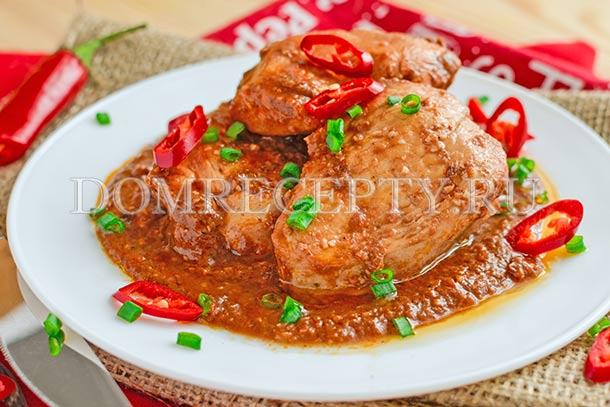 Куриное филе в шоколадном соусе