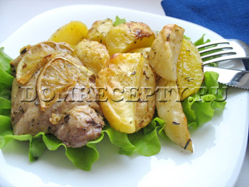 Куриные бедрышки с картофелем в духовке
