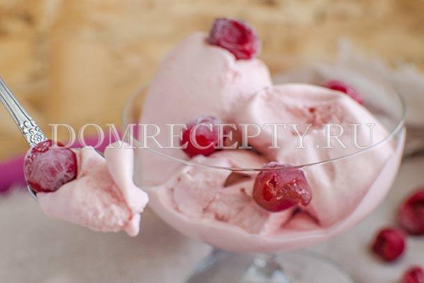Мороженое из вишни со сливками