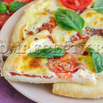 Открытый пирог с помидорами и перцем