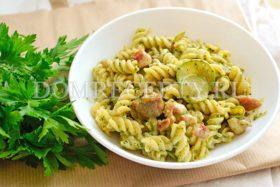 Паста с курицей и кабачками в сливочном соусе - рецепт с фото