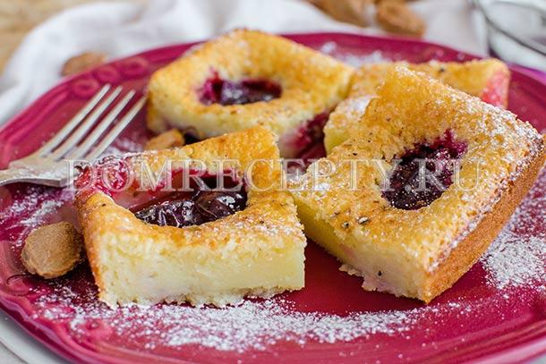 Пирог со сливами и кардамоном на йогурте