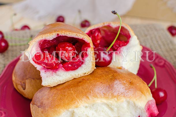 Пирожки с вишней из дрожжевого теста