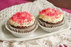 Шоколадные маффины с кремом из маскарпоне - рецепт с фото