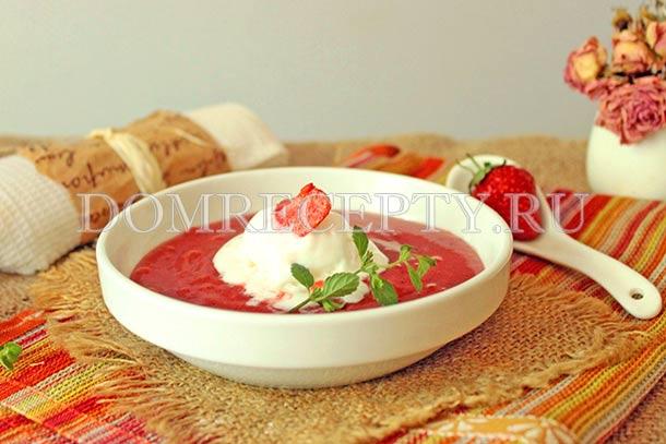 Дополняем суп из клубники мороженым
