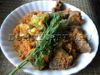 Свиная печень, тушеная с луком и морковью