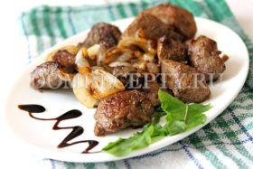 Свиная печень, жареная с луком - рецепт с фото