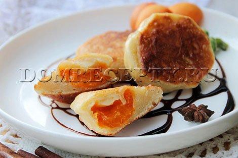 Жареные пирожки с абрикосами - рецепт с фото