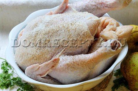 Натираем курицу солью и специями