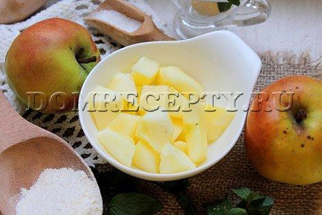 Шаг 1 - Нарезаем яблоки