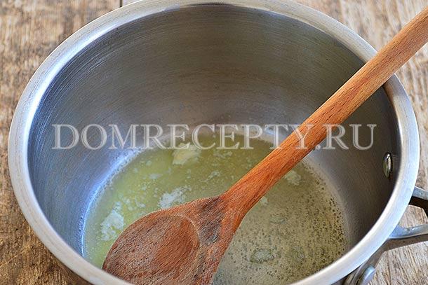 Обжариваем чеснок в масле