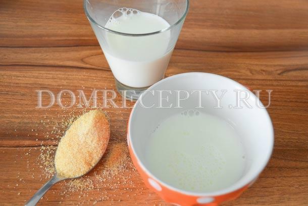 Заливаем желатин половиной стакана молока