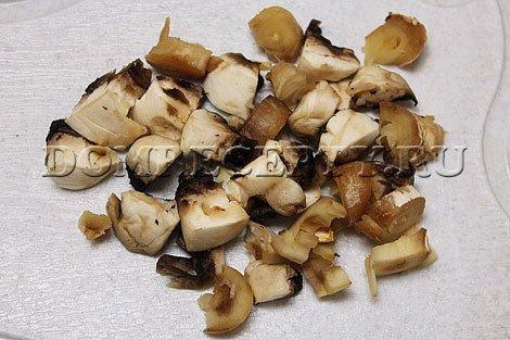 Рецепт драников. Шаг 1 - Промываем и нарезаем грибы