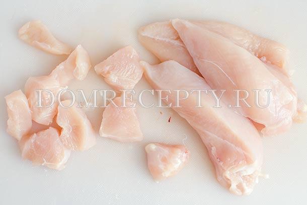 Нарезаем куриное мясо